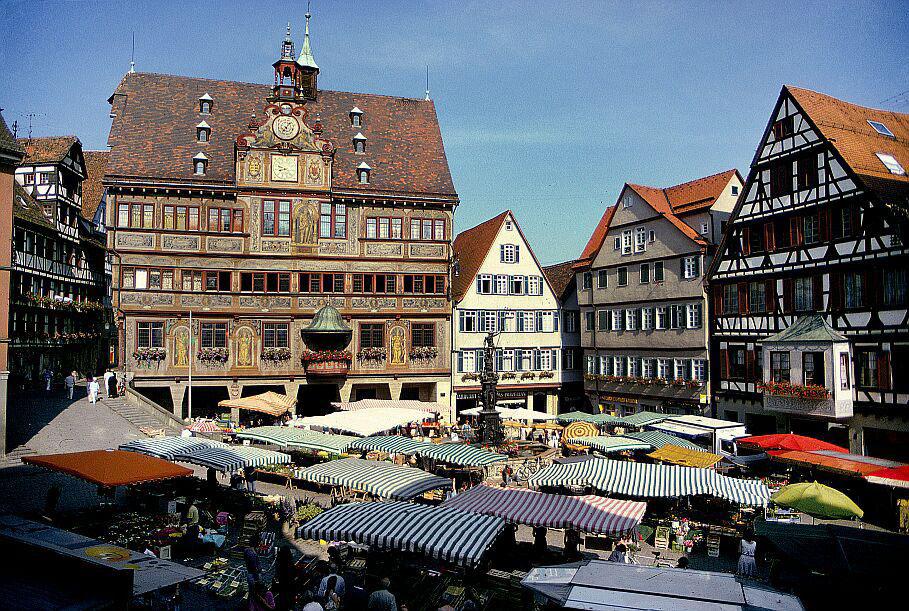Stuttgart Aktiv - Ausflugsziele - Wochenmarkt Rathaus Tübingen
